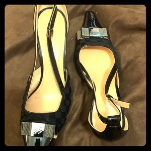 Louis Vuitton Vintage Pointy toed pumps.